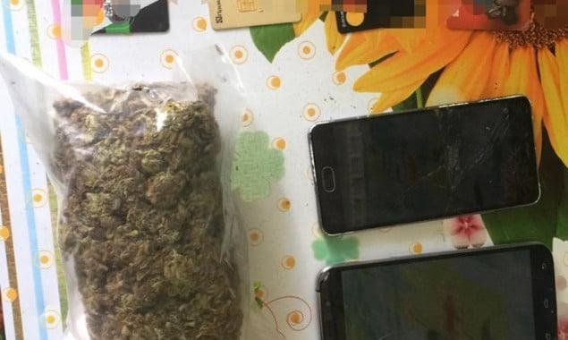 В Ирпене задержали мужчину, который продавал наркотики через соцсети