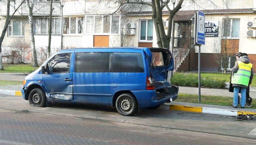 В Ирпене пьяный водитель протаранил три автомобиля на парковке